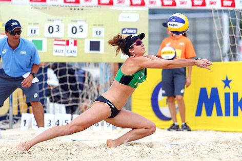 Die österreichische Beachvolleyballerin Lena Plesiutschnig