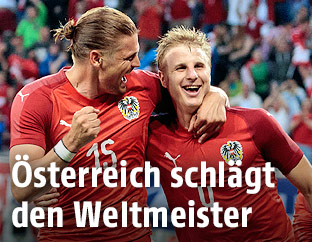 Jubel der ÖFB-Spieler Sebastian Prödl und Martin Hinteregger