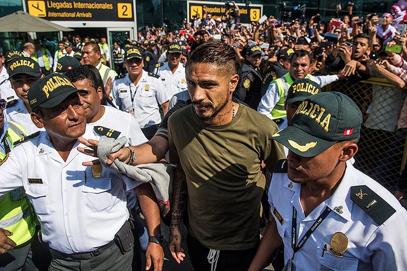Paolo Guerrero auf dem Jorge Chavez Flughafen in Lima