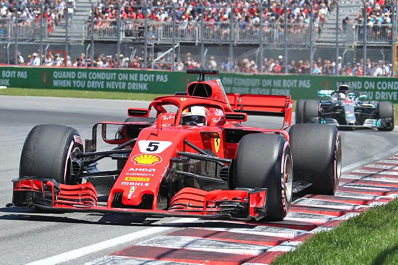 Sebastian Vettel (Ferrari) vor Lewis Hamilton (Mercedes)