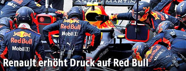 Rennwagen von Red Bull Racing in der Box