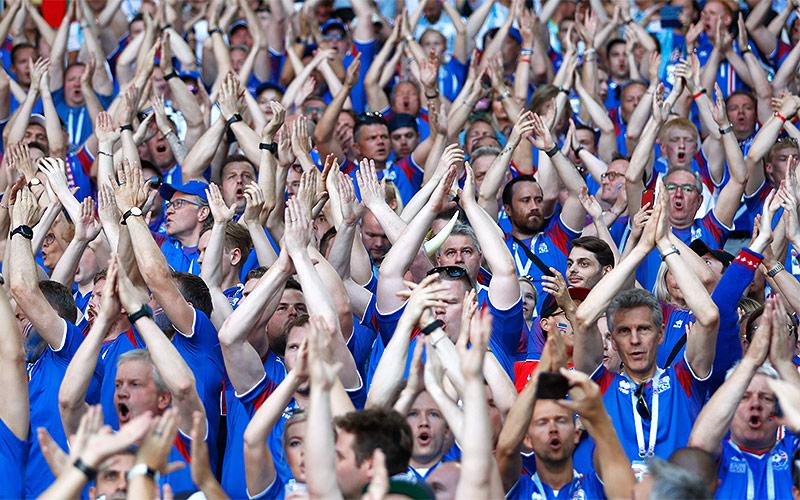 Isländische Fans während des Spiels