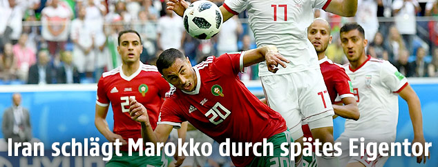 Aziz Bouhaddouz (Marokko) köpfelt den Ball ins eigene Tor