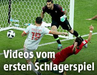 Diego Costa (Spanien) erzielt das 2:2 gegen Portugal