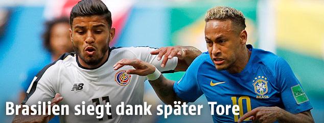 Neymar (Brasilien) und Johan Venegas (Costa Rica)