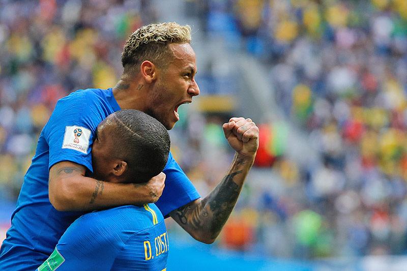 Neymar und Douglas Costa  (Brasilien)