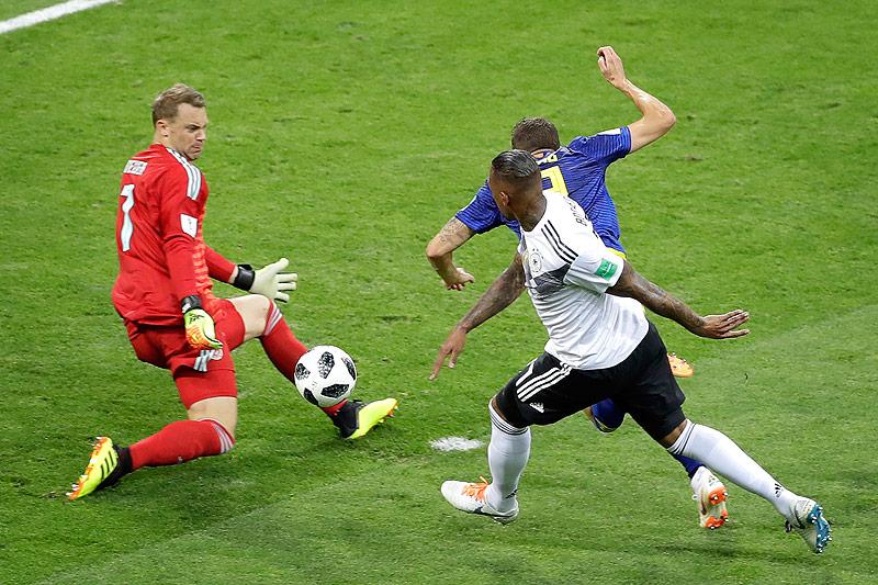 Marcus Berg (SWE), Manuel Neuer (GER) und Jerome Boateng (GER)