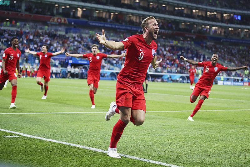 Harry Kane (England) jubelt mit Mitspielern