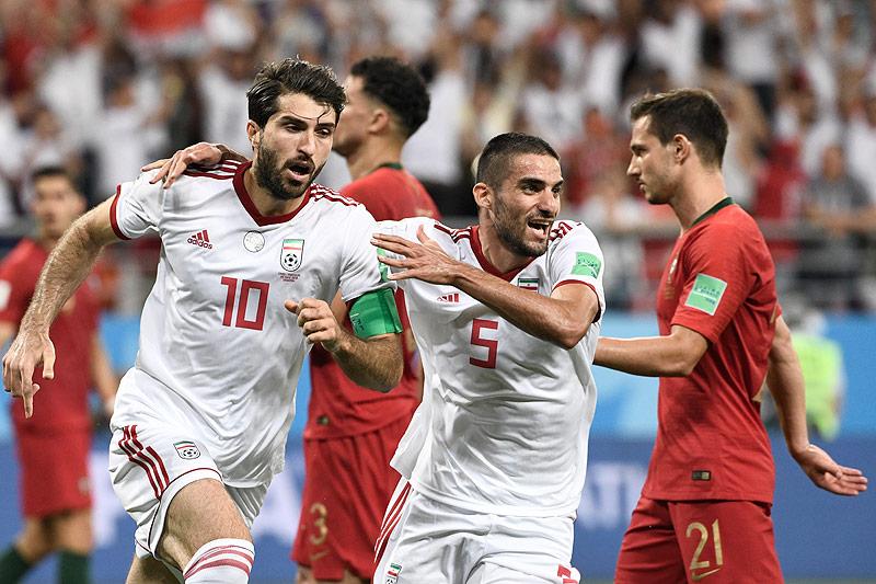 Karim Ansari Fard (IRN) jubelt mit seinen Mitspielern