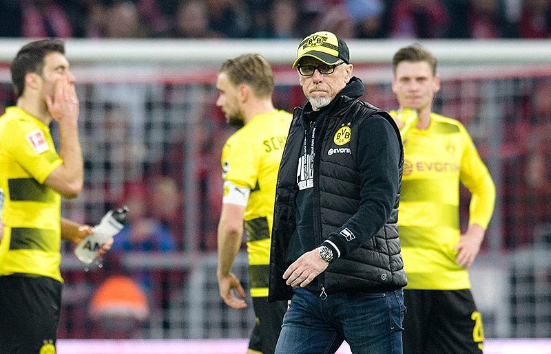Peter Stöger mit BVB-Spielern