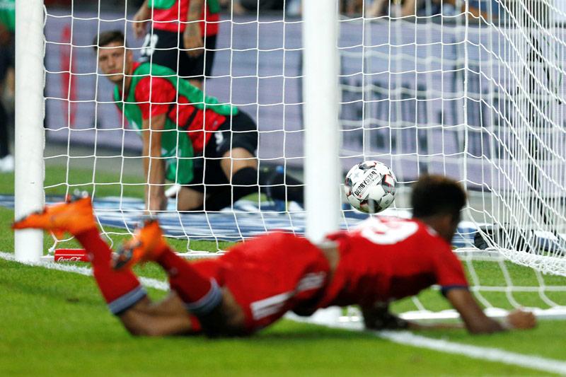 Spielszene Frankfurt - Bayern