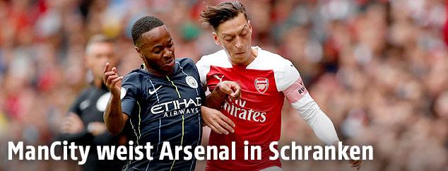 Raheem Sterling (Manchester City) und Mesut Özil (Arsenal)